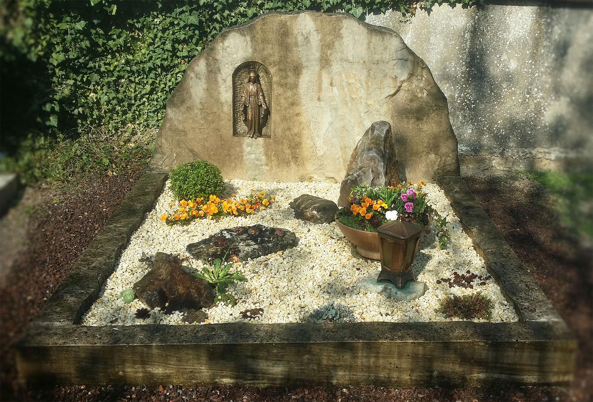 Beispiel Grabpflege
